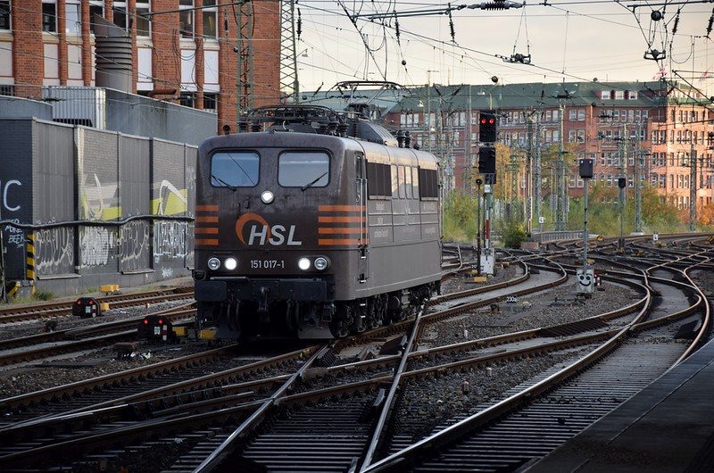 https://photos.smugmug.com/RailSceneEurope/RSE-Hamburg-Hbf-19th-October-2018/i-kvJz2MH/0/831e0fc4/L/DSC_0258%20%281280x848%29-L.jpg
