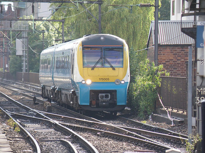 175 005 Manchester Piccadilly 8 June 2011