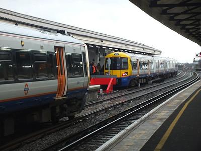 378 139 & 378 232  Clapham Junction 29 December 2012 New Overground platform arrangement.
