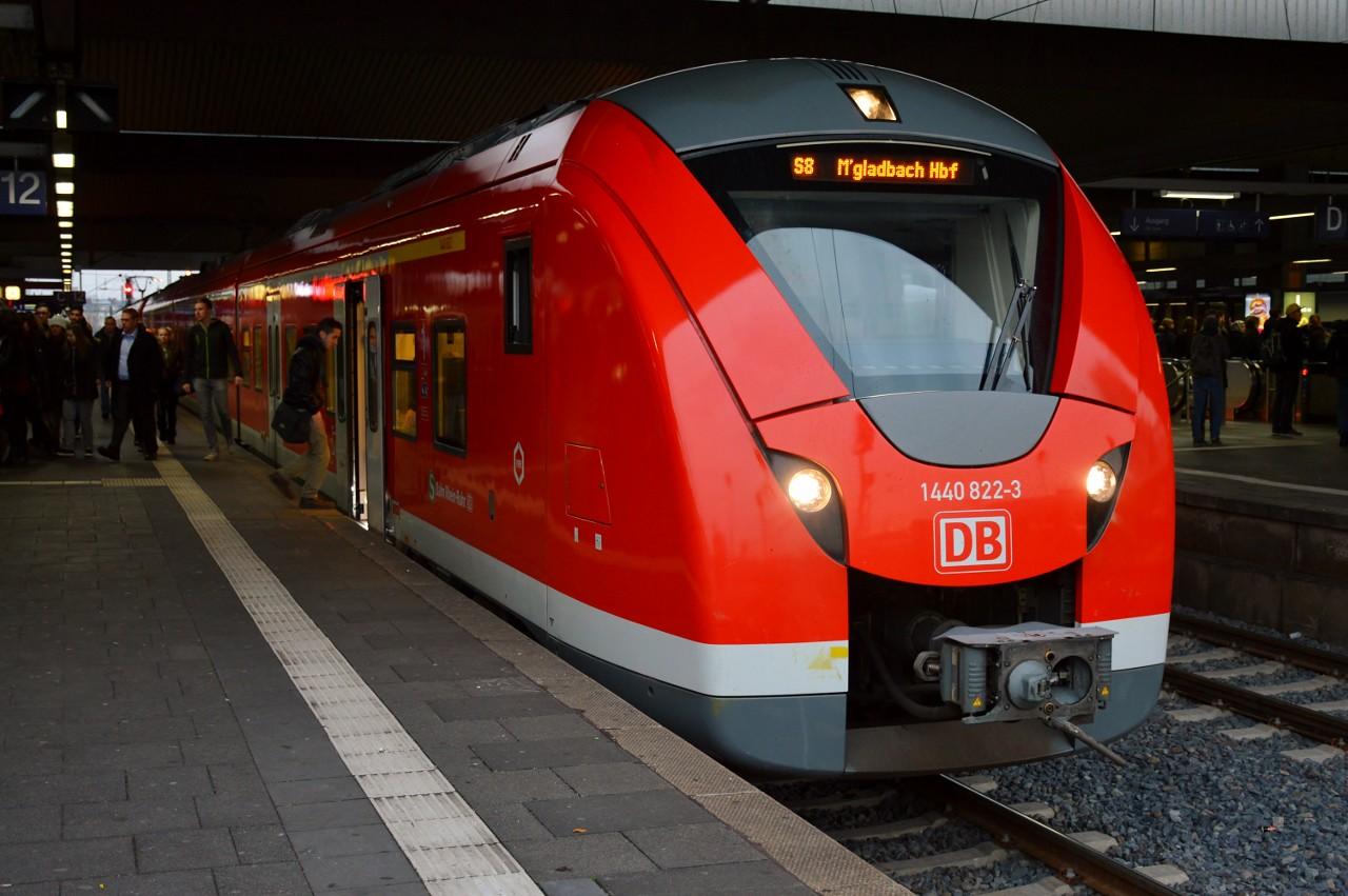 1440 822 Dusseldorf Hbf 24 November 2016