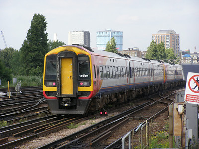 159 011 Clapham Junction 12 June 2007