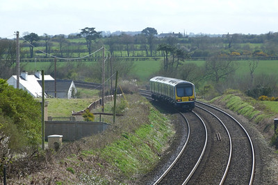 29107 heading south along the former Great Northern mainline. Gormanston, Monday, 04/04/11