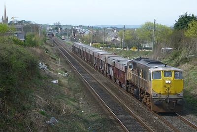082 leads the laden lunchtime Tara through Balbriggan. Wednesday, 06/04/11