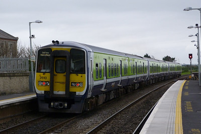 2810 on the 13:28 Dublin Pearse to Drogheda. Balbriggan, Thursday, 14/04/2011