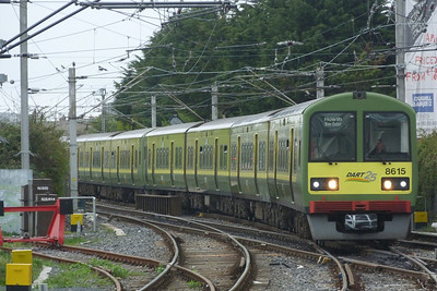 8615 diverges off the mainline and onto the Howth Branch at Howth Junction. Thursday, 07/04/11