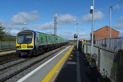 29429 departs Skerries on the 10:00 Dublin Pearse to Drogheda. Tuesday, 10/04/12