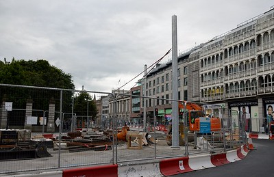 Luas XC new support pole St Stephens Green 4 August 2016