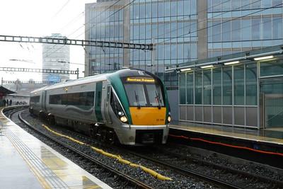 22006 arrives with the 10:25 Dublin Connolly to Rosslare Europort. Tara Street, Sunday 04/12/11
