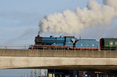 No. 85 crosses over the Lagan Bridge 16 December 2017