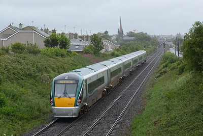 A new class, or sub-class, passed through Balbriggan today as 22042 ran from Connolly to Drogheda DMU depot. Where once the Great Northern put up a spirited defence to the 'Revolution', its defeat now seems inevitable. Friday, 08/07/11