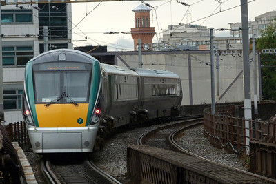 22007 departs Pearse with the 13:00 Rosslare Europort to Connolly. Monday, 11/07/11