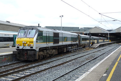 8208 on the rear with an extra lamp attached. Connolly, Saturday, 16/07/11