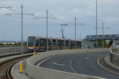 3009 weaves its way through the M50 interchange at Red Cow, Tuesday, 19/07/11