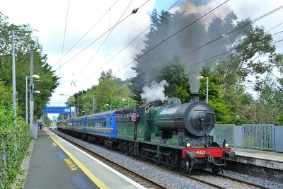 461 passes through with the 'Sea Breeze' tour to Greystones and Wexford. Sydney Parade, Sunday, 15/07/12