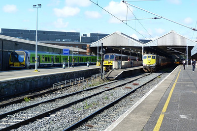 A full house in Dublin Connolly on Sunday morning with (l-r), 29018 in Platform 1, 206 on the 10:00 to Belfast Central in Platform 2, 072 with the RPSI Craven set in Platform 3 and 22016 in Platform 4. 15/07/12