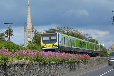 29124 climbs out of Balbriggan on the 09:50 Dundalk to Dublin Connolly. Monday, 13/06/11