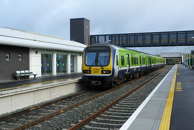 29111 waiting to form the 08:35 to Dublin Docklands, M3 Parkway,  Tuesday, 07/06/11