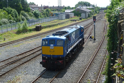 8113 joins the mainline as it performs its run-round shunt. Dundalk, Wednesday, 20/06/12