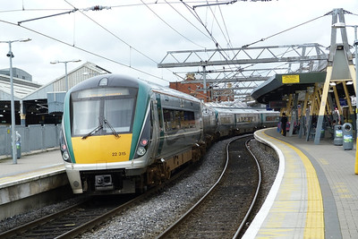 22015 arrives into Platform 5 at Dublin Connolly with the 08:55 Drogheda to Dublin Pearse. Sunday, 17/06/12