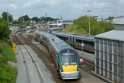 22041 arrives into the yard at Drogheda on an ECS from Dublin Connolly. It will spend the day there for servicing before heading back into Dublin in the early afternoon to take up a link on the Sligo line. Wednesday, 20/06/12