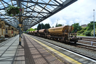8113 and ballast wagons at Dundalk, Wednesday, 20/06/12