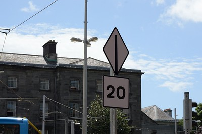 Luas XC Hawkins St speed limit onto College St 10 June 2017