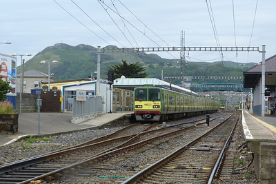 8633 on a southbound DART working to Greystones. Bray Daly, Thursday, 05/07/12