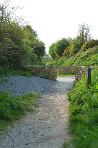 The final road crossing before the summit is at Kitestown Road.