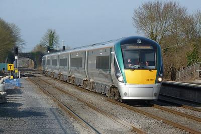 22038 on the 07:35 Limerick to Dublin Heuston, Kildare, Friday, 25/03/11