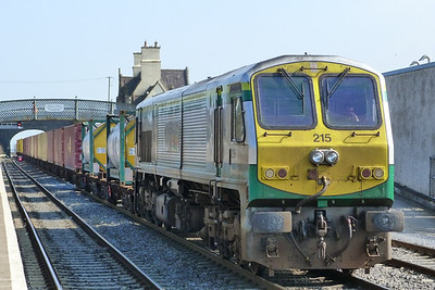 215 arrives into the centre line with the North Wall to Ballina IWT liner. Kildare, Friday, 25/03/11
