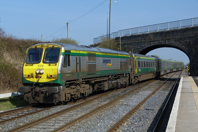 224 provides the power on the 14:00 Dublin Heuston to Cork which also had to use the up road to get through the station. Kildare, Friday, 25/03/11