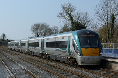 22019 arrives with the 11:00 Waterford to Dublin Heuston. Kildare, Friday, 25/03/11