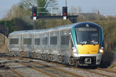 22041 arrives with the 07:40 Waterford to Dublin Heuston, Kildare, Friday, 25/03/11