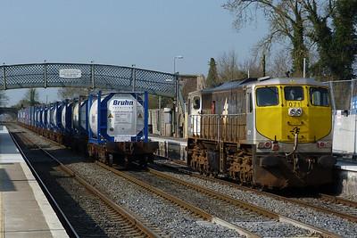 071 runs round its train. Kildare, Friday, 25/03/11