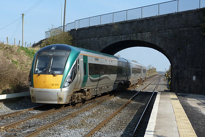 22015 passes through with the 11:05 Galway to Dublin Heuston. Kildare, Friday, 25/03/11