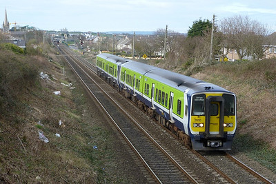 2810 on the 13:35 Drogheda to Pearse. Balbriggan, Tuesday, 22/03/11