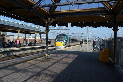 22029 arriving into Platform 5 to form the 13:30 to Rosslare Europort. Connolly, Thursday, 24/03/11