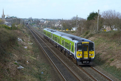 2807 on the 13:35 Drogheda to Dublin Pearse. Balbriggan, Wednesday, 30/03/11