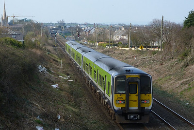 2802 on the 13:28 Pearse to Drogheda. Balbriggan, Wednesday, 23/03/11