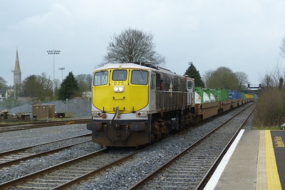 075 passing through with the Ballina to Dublin North Wall IWT liner, with the container pocket wagons. Kildare, Friday, 23/03/12