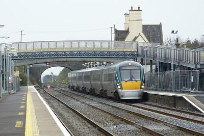 22044 on the 10:15 Dublin Heuston to Portlaoise calls at Kildare, Friday, 23/03/12
