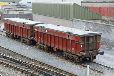 Two Tara wagons, 31016 and 31005. North Wall, Wednesday, 14/03/12