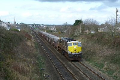 081 on the lunchtime laden Tara. Balbriggan, Thursday 01/03/12
