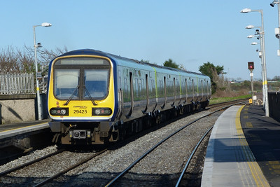 29425 departs Balbriggan on the 09:15 Dublin Pearse to Drogheda. Sunday, 04/03/12