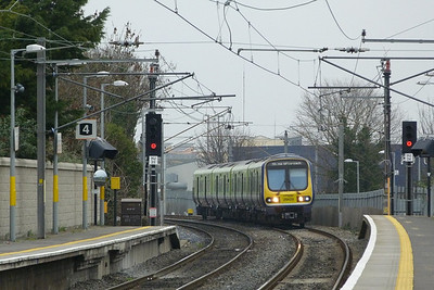 29429 arrives into Howth Junction on the 09:35 Drogheda to Dublin Pearse. Wednesday, 14/03/12