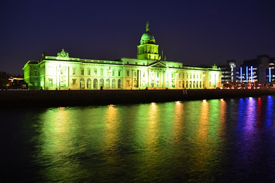 Custom House 14 March 2014 Like many buildings it is lit up in Green for St Patrick's day.