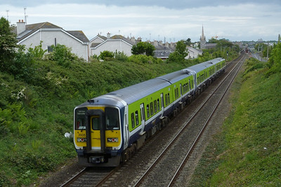 2805 on the 13:28 Dublin Pearse to Drogheda, Balbriggan, Thursday, 19/05/11