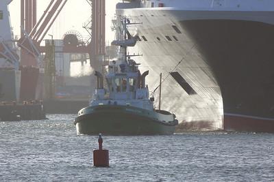 Shackelton lending a hand, Dublin Port, Tuesday, 24/05/11