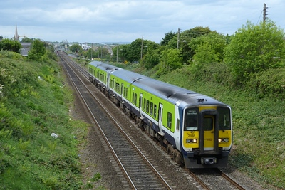 2818 on the 13:35 Drogheda to Dublin Pearse, Balbriggan, Thursday, 19/05/11