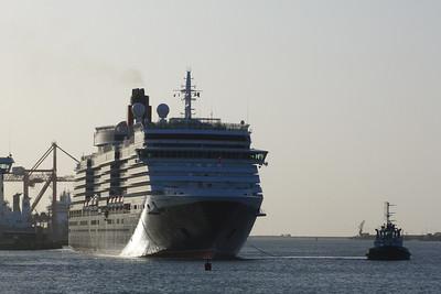 The ship turns, Dublin Port, Tuesday, 24/05/11